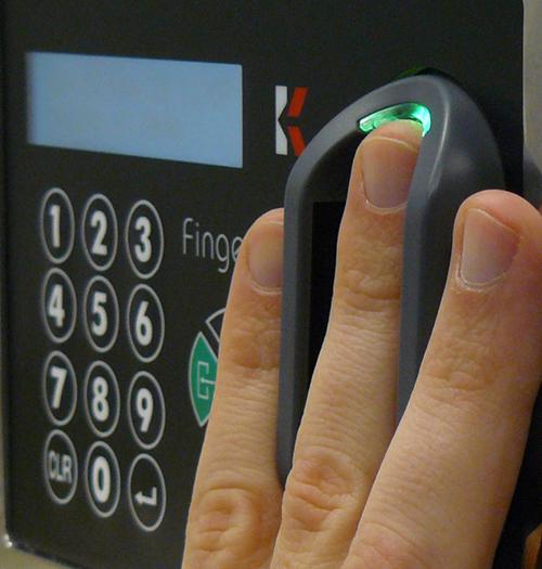 control_de_acceso_biometrico_20121213_1849266623